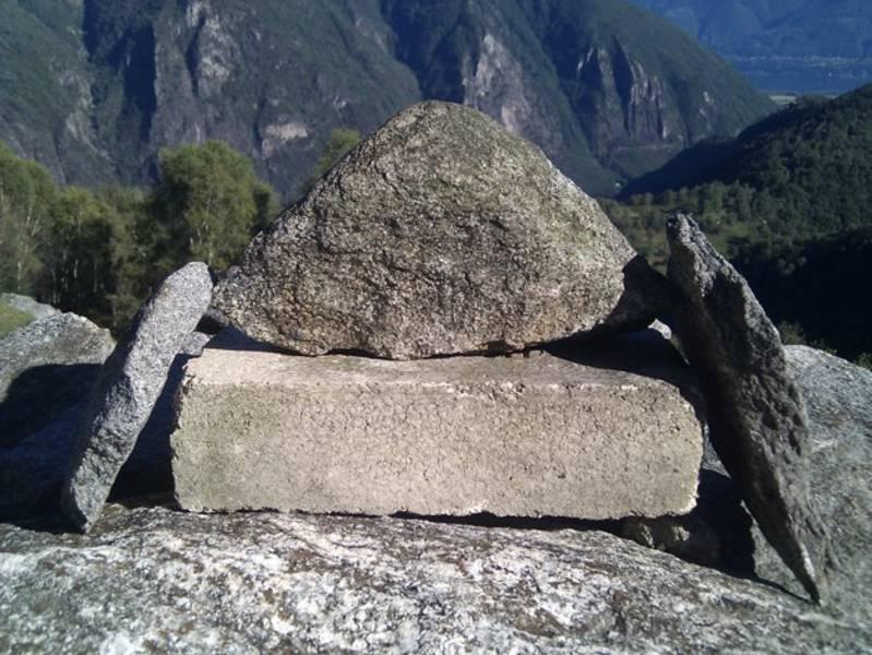 Natur- auf Kunststein