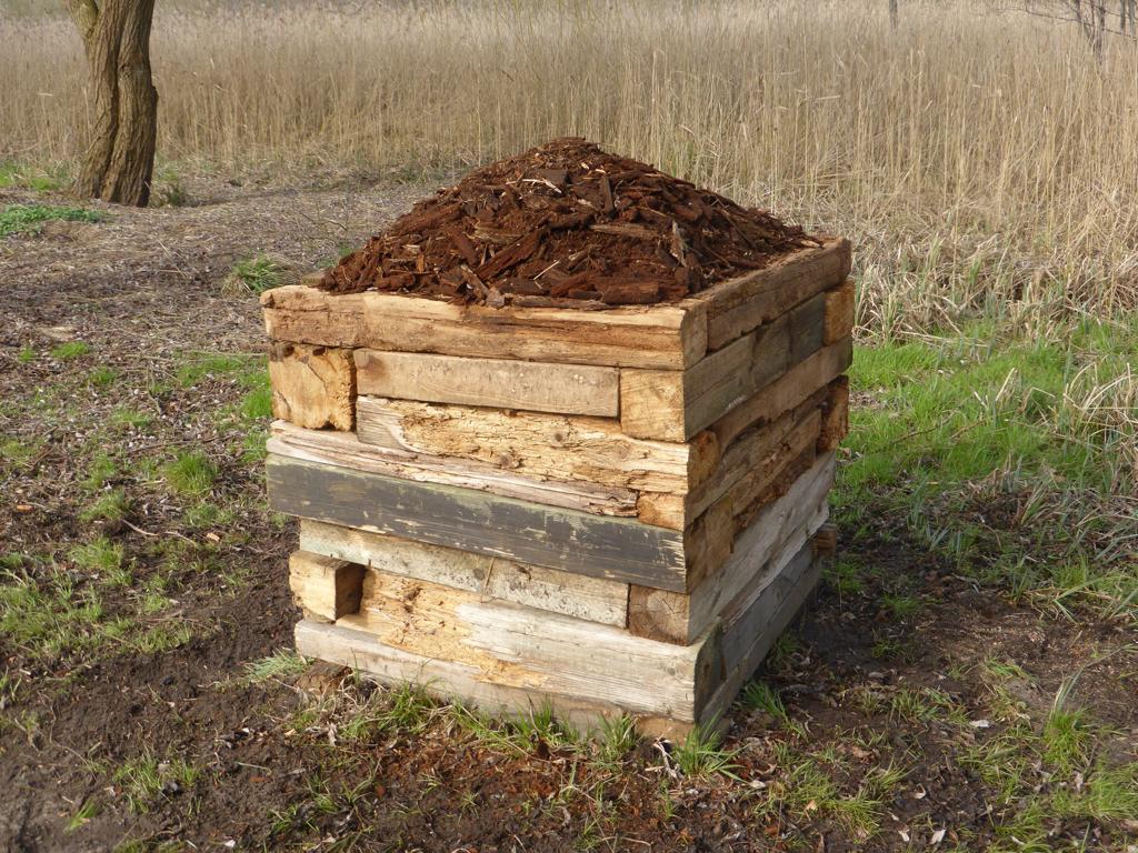 Rotteblock, 2015, Storkow (M), Bauholzreste, 1,05 x 1,12 x 0,89 m, Bauen und Vergehen